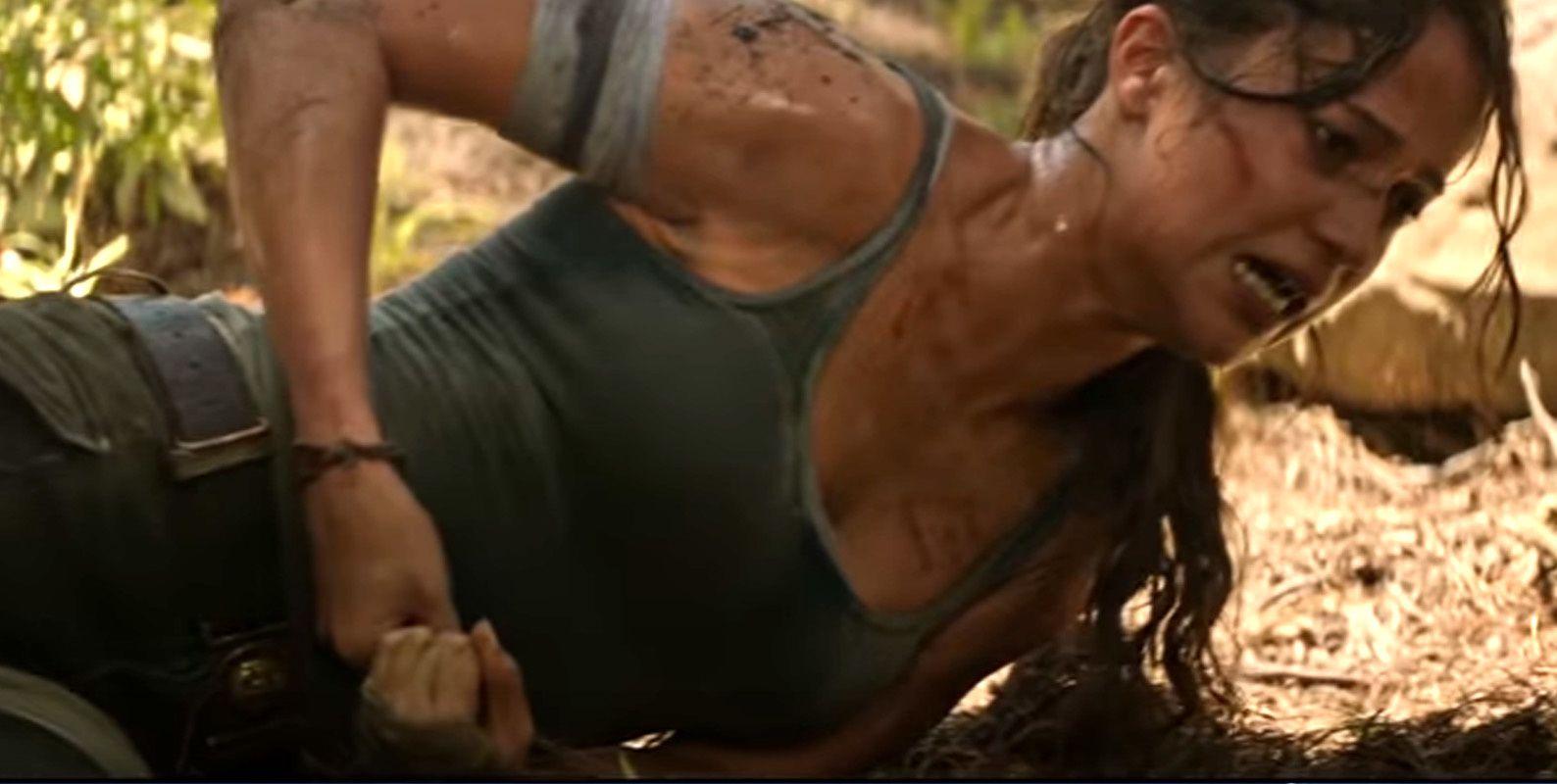 Oui, se retirer un morceau d'écorce planté dans le bide, ça fait mal. Même Rambo, il l'a fait chanter.