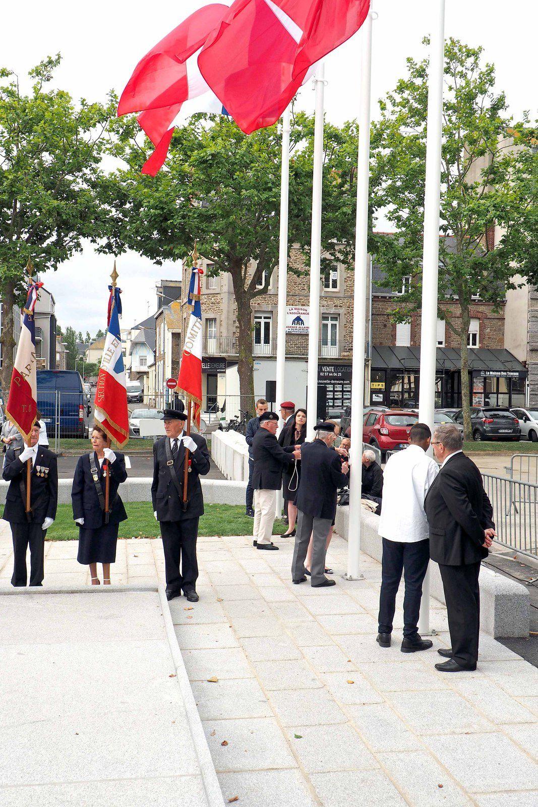 Souvenirs de la Cérémonie d'inauguration du regroupement de Monuments aux Morts de Saint Malo sur la Place du Souvenir à Rocabey.