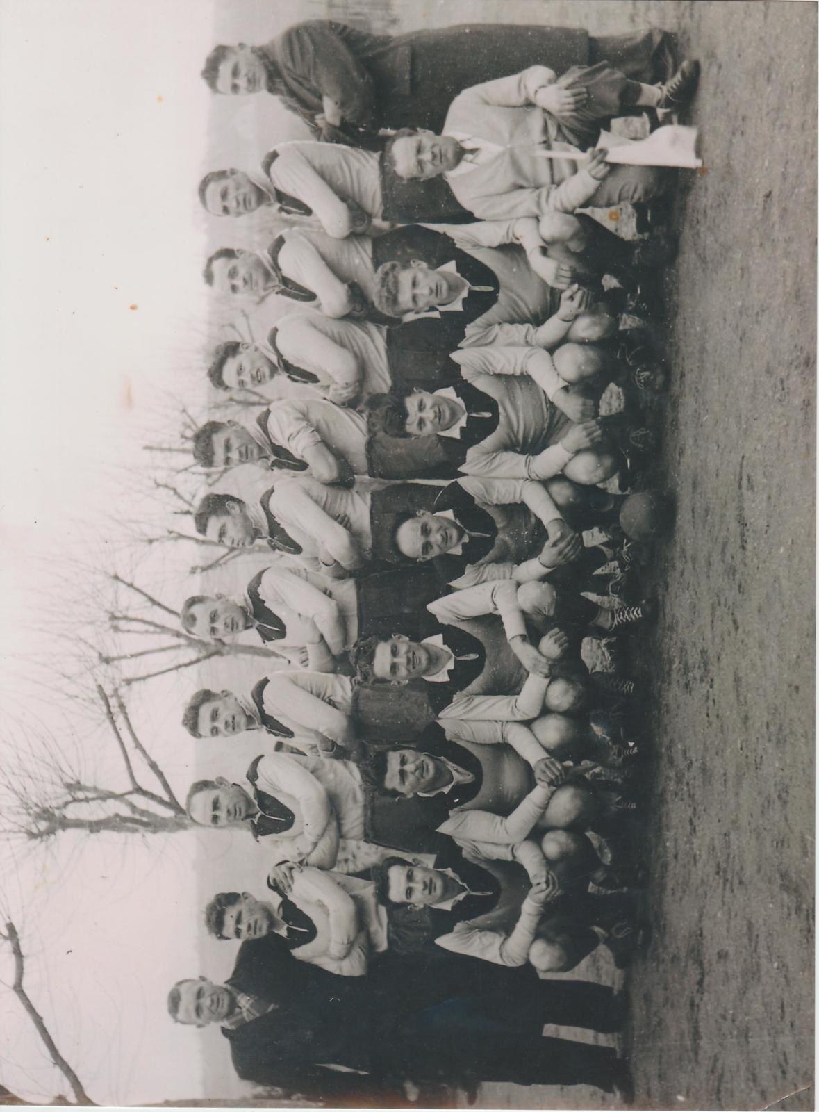 Equipe 1 du CSB 1949 - Match contre la Voulte devant le mur de la piscine