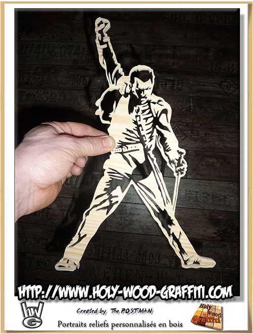Le personnage de Freddie Mercury est en une seule pièce de bois