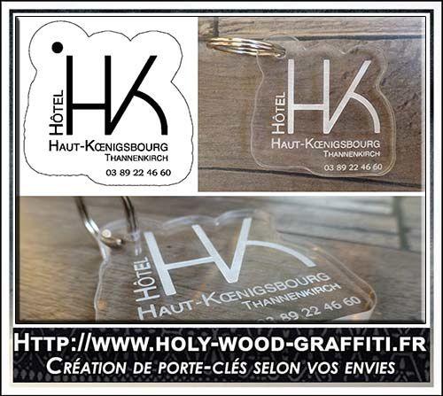 En haut à gauche, le design du porte-clés que j'ai créé à partir du logo de l'hôtel