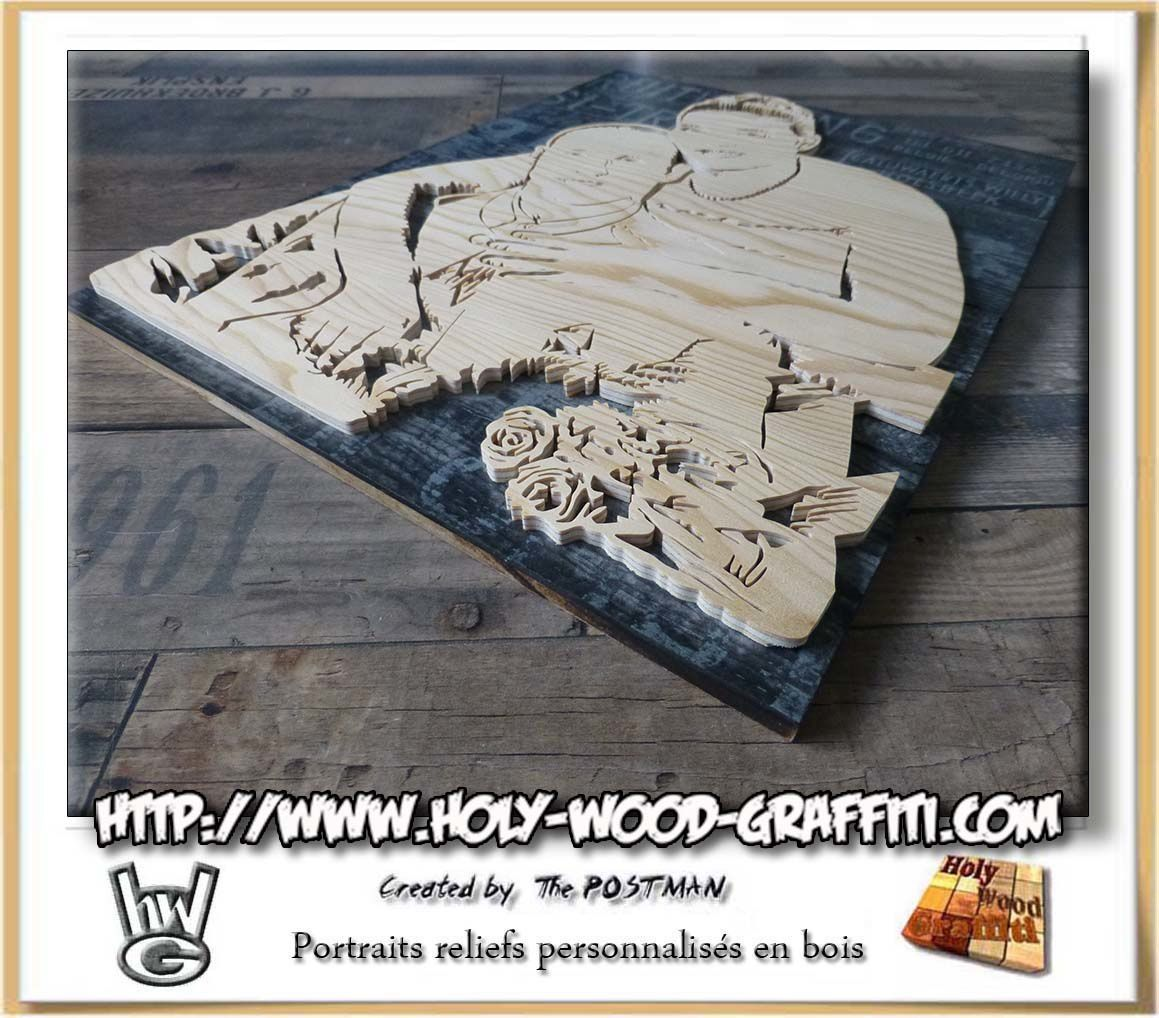 Portraits en bois en relief sur le fond du tableau