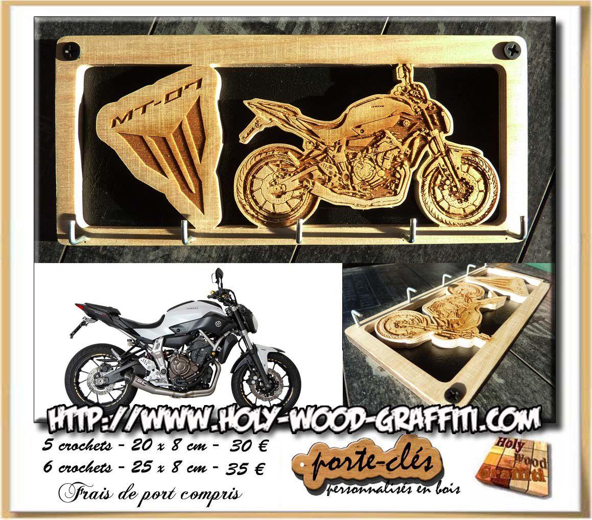 Le portrait a été créé à partir de la photo de la moto et du logo Yamaha MT07.