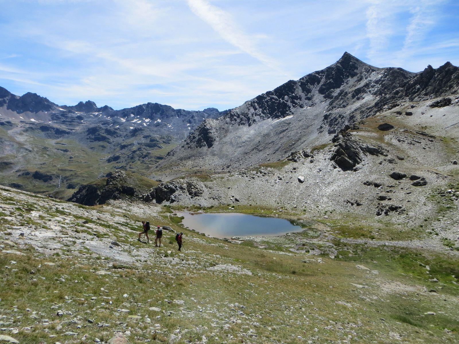 Vue arrière sur le petit lac sans nom - Roche Château2858m