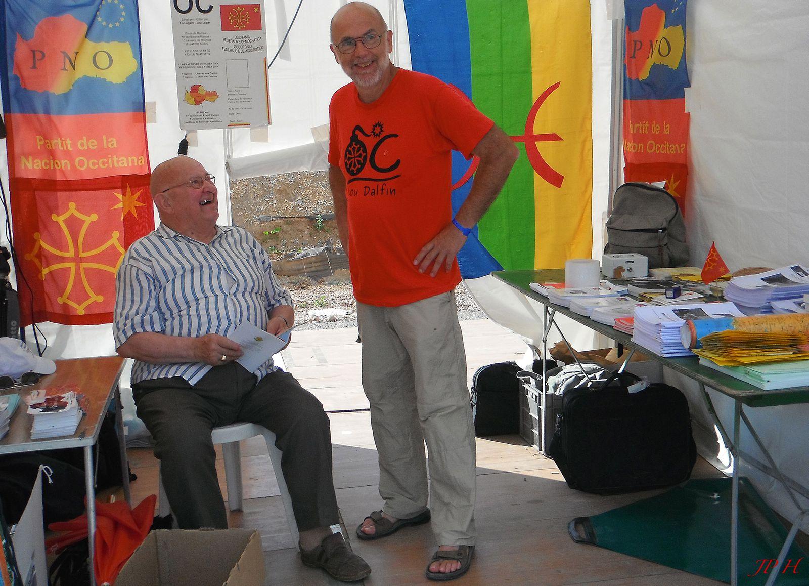 Estivada Rodez 2013, autour du stand Lo Lugarn, revue du PNO, et avec nos amis Touareg du Niger