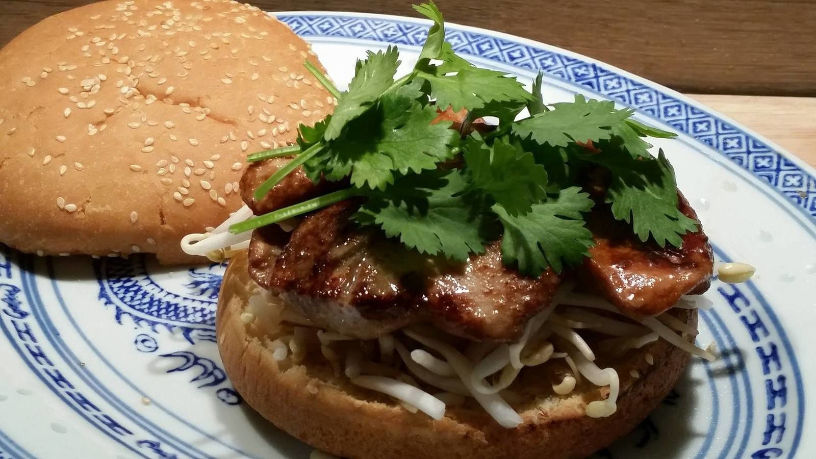 BURGER A L'ASIATIQUE AU POULET