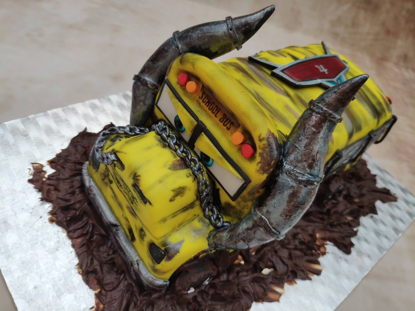 GATEAU FLASH MAC QUEEN ET MISS FRITTER - CARS 3