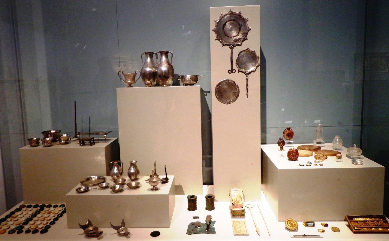 Objets découverts dans la tombe d'une jeune fille - 1e siècle av. JC