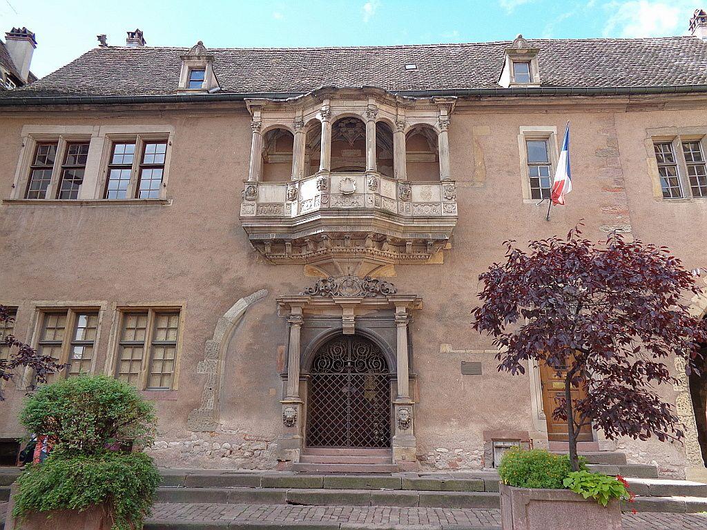 Corps de garde du 16e siècle, près de la cathédrale car il a été construit par-dessus un ossuaire.
