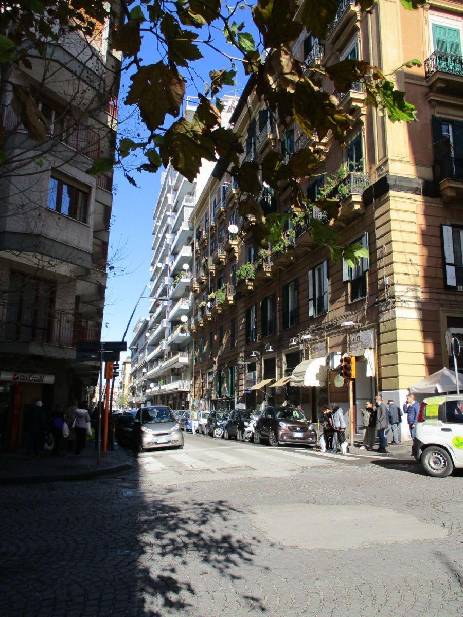 Naples : des quartiers populaires à la Via Toledo