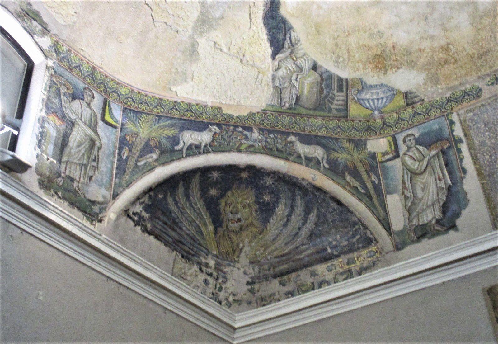 Naples - Le baptistère de San Giovanni in Fonte