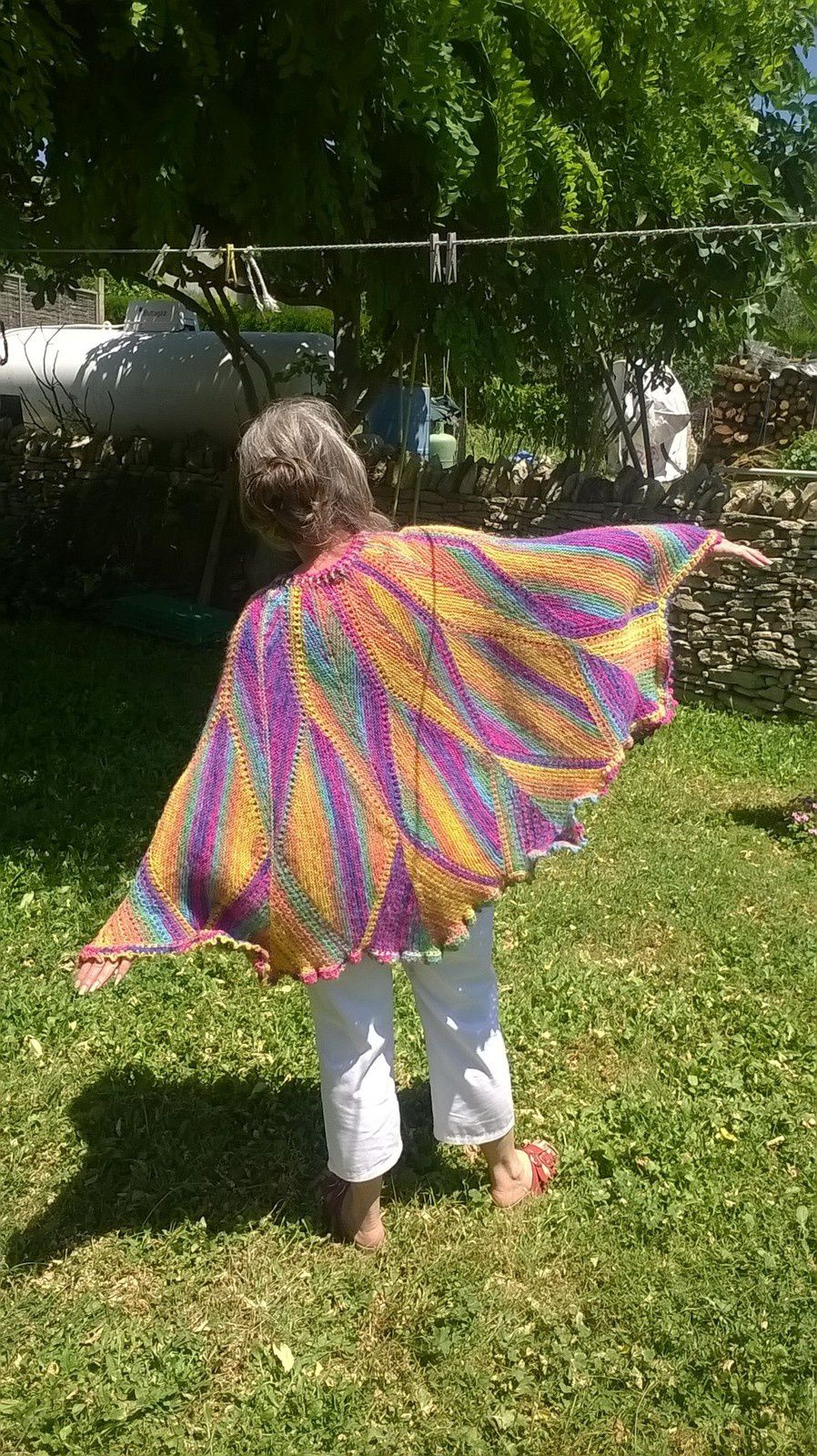 RE EDIT...PONCHO MULTICOLORE...ET SON TUTO EN PDF...