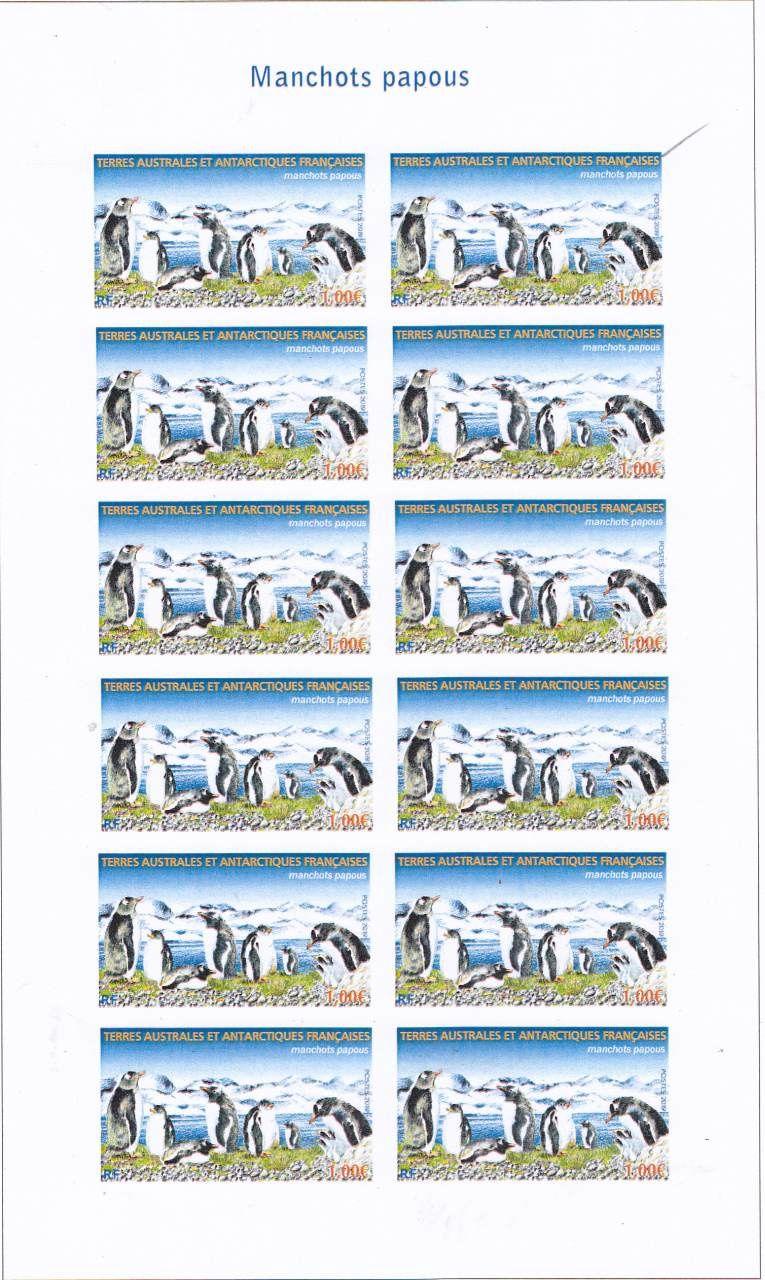 Fig. 9, 10 et 11: trois maquettes avec des couluers différentes pour les lettres et les chiffres: la 1ère, texte en haut, blanc, légende en rouge, RF en bleu, faciale en rouge. la 2ème, texte en haut en rouge, légende en blanc, RF en bleu, faciale en rouge. La 3éme qui sera retenue, texte en blanc, légende, RF et faciale en bleu.
