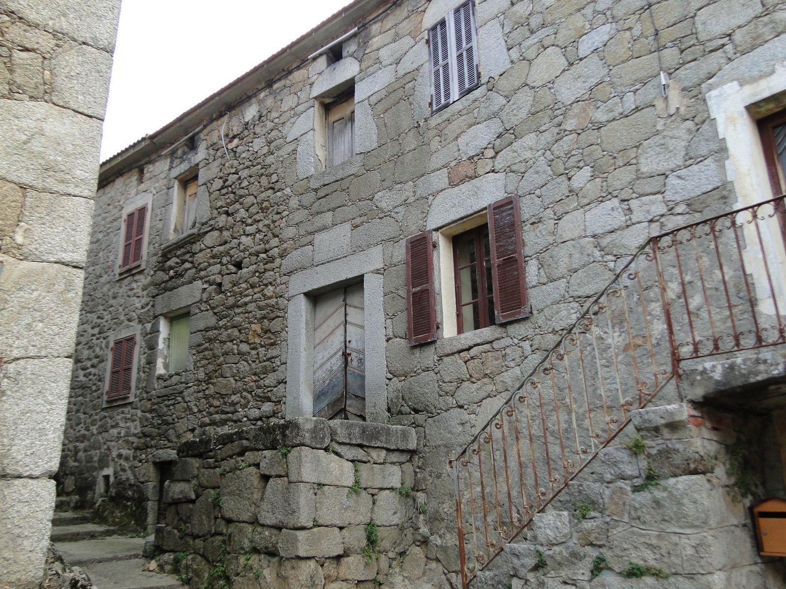 Les maisons poggiolaises: 6 - Le bas du village