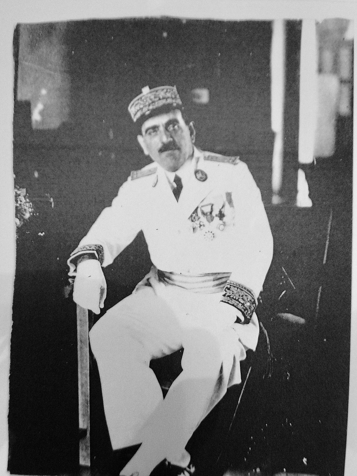 Jean Hyacinthe Desanti en uniforme de gouverneur.