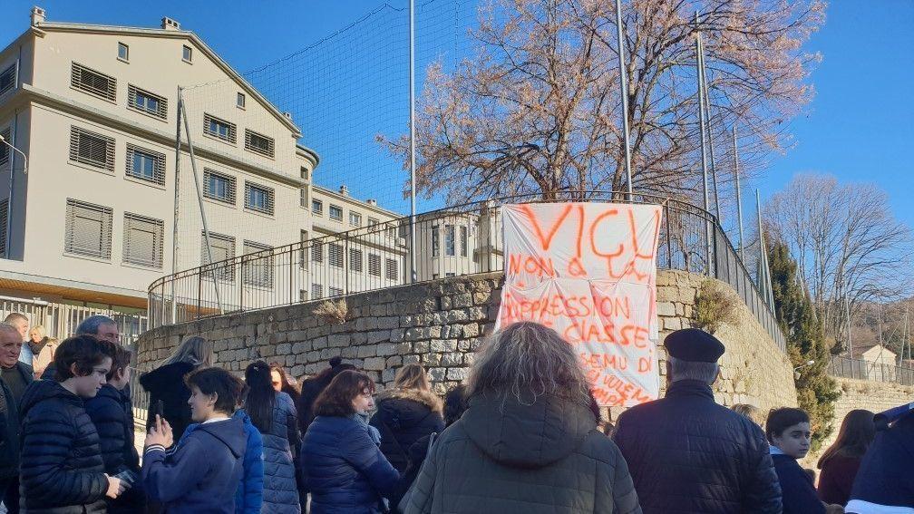 Réaction à la menace de fermeture de classe au collège de Vico