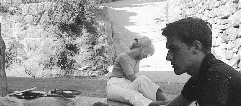 Michel Franceschetti écoutant des disques dans la stretta de Poggiolo (été 1968).