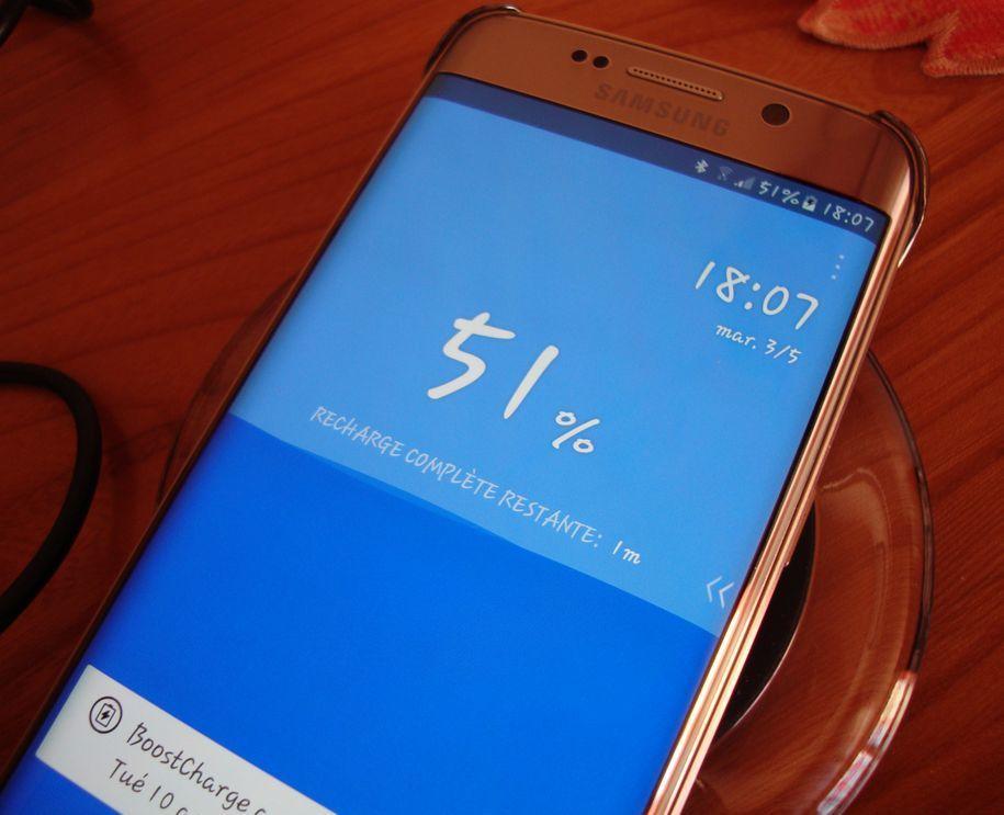 """Une """"soucoupe"""" inductive pour charger vos mobiles compatibles QI , Distribuée par YONGTOP"""