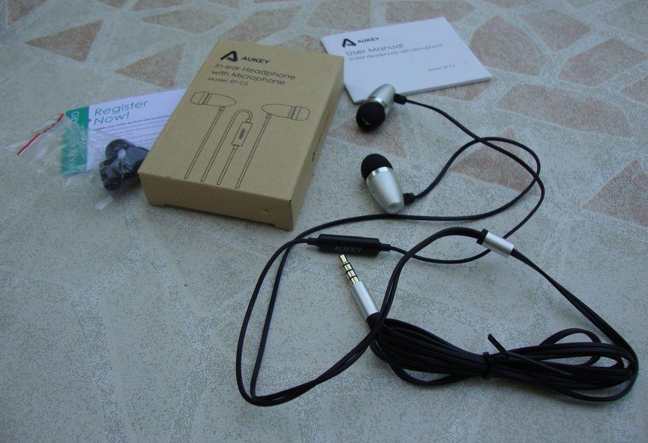 Oreillettes avec fonction prise de ligne, le modèle EP-C5 de la marque AUKEY  distribuées par TIANYUE DAZZLING