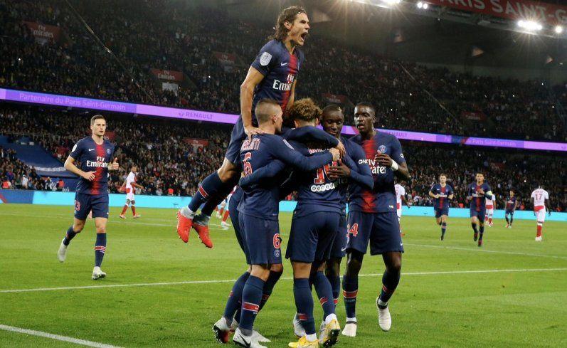 Paris écrase Reims et garde 8 points sur ses dauphins