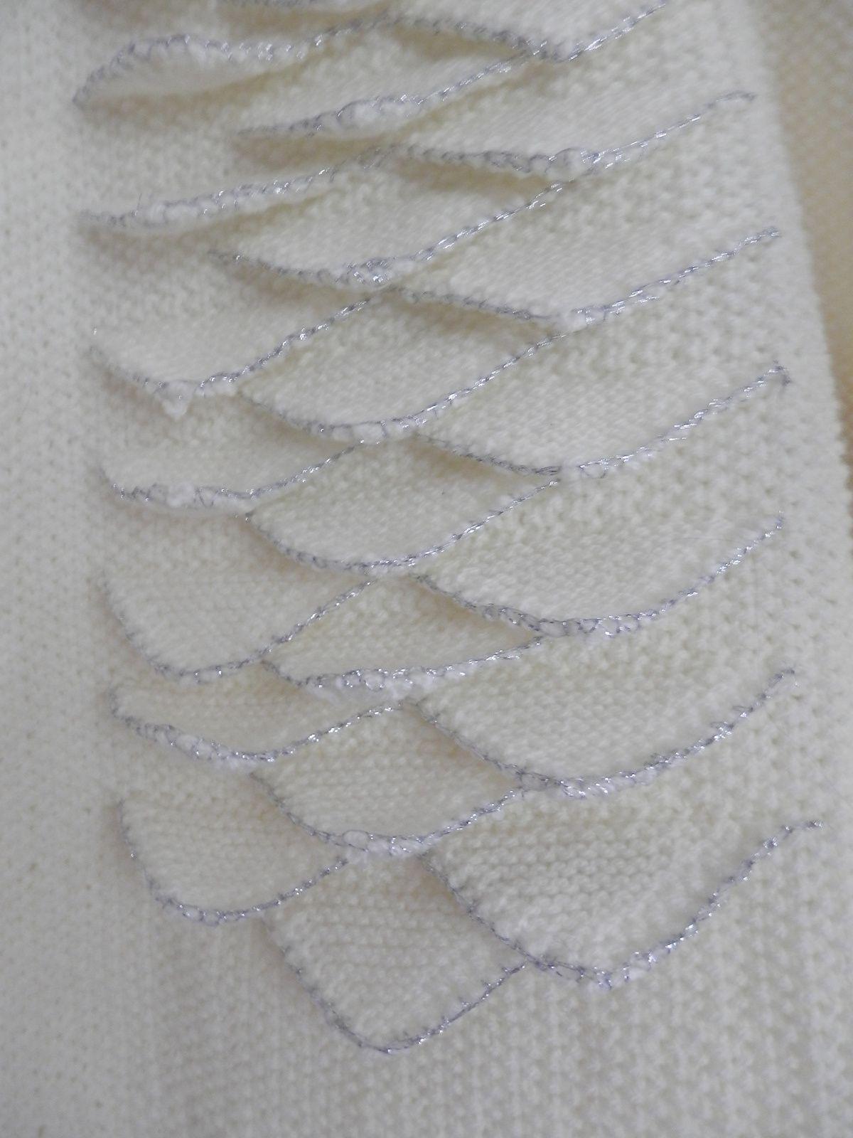 tunique tricotée point de sable avec  triangle pour la fantaisie et border d un fil argenté