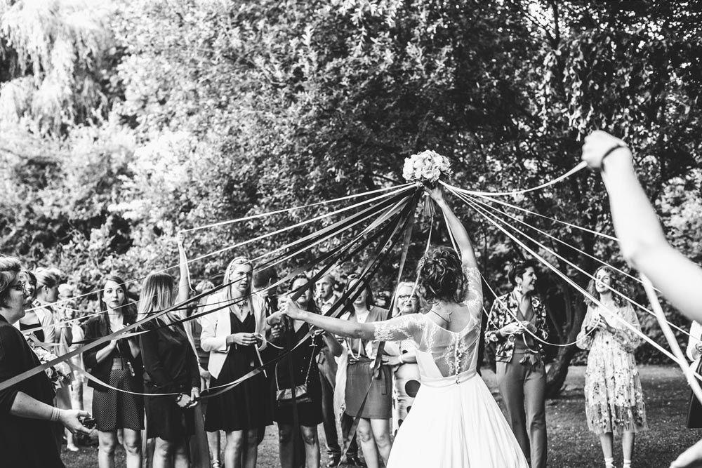 Dans le parc de la ferme des templiers, j'aime tout particulièrement cette photo réalisée lors du mariage de Margaux et Benoit