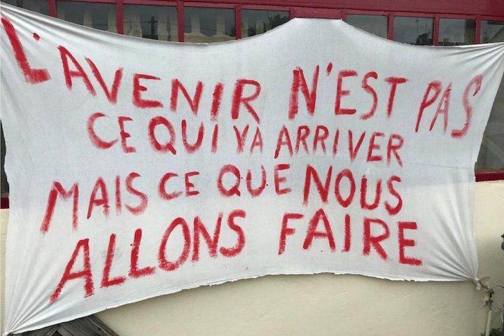 Le 16 juin, sur le parvis de l'Hôpital de Mantes: On y va, à Mantes comme partout en France!