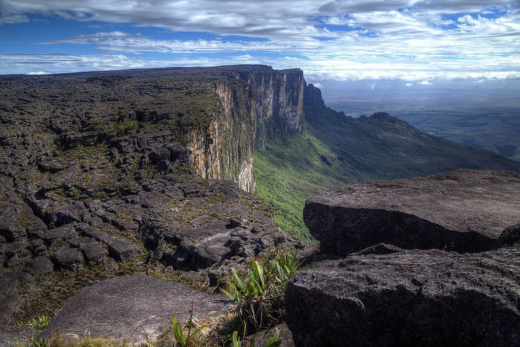 Par Tinhojv Mont roraima— Travail personnel, CC BY-SA 4.0, https://commons.wikimedia.org/w/index.php?curid=48937468
