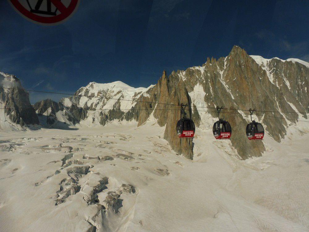 Alpinisme : Pointe Louis Amédée - 4460 m - Mont Blanc de Courmayeur - 4748 m - Mont Blanc - 4810 m