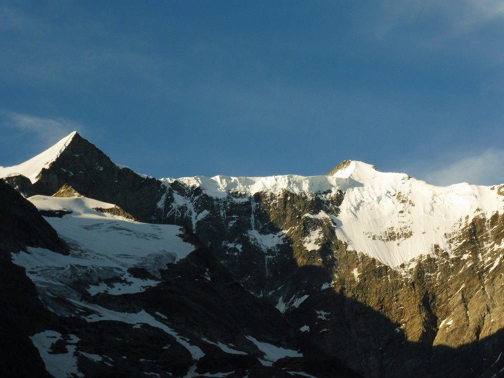 Descente de la Schreckhornhütte - Finsteraarhorn - Mönch - GrossFiescherhorn NordWand - Eiger