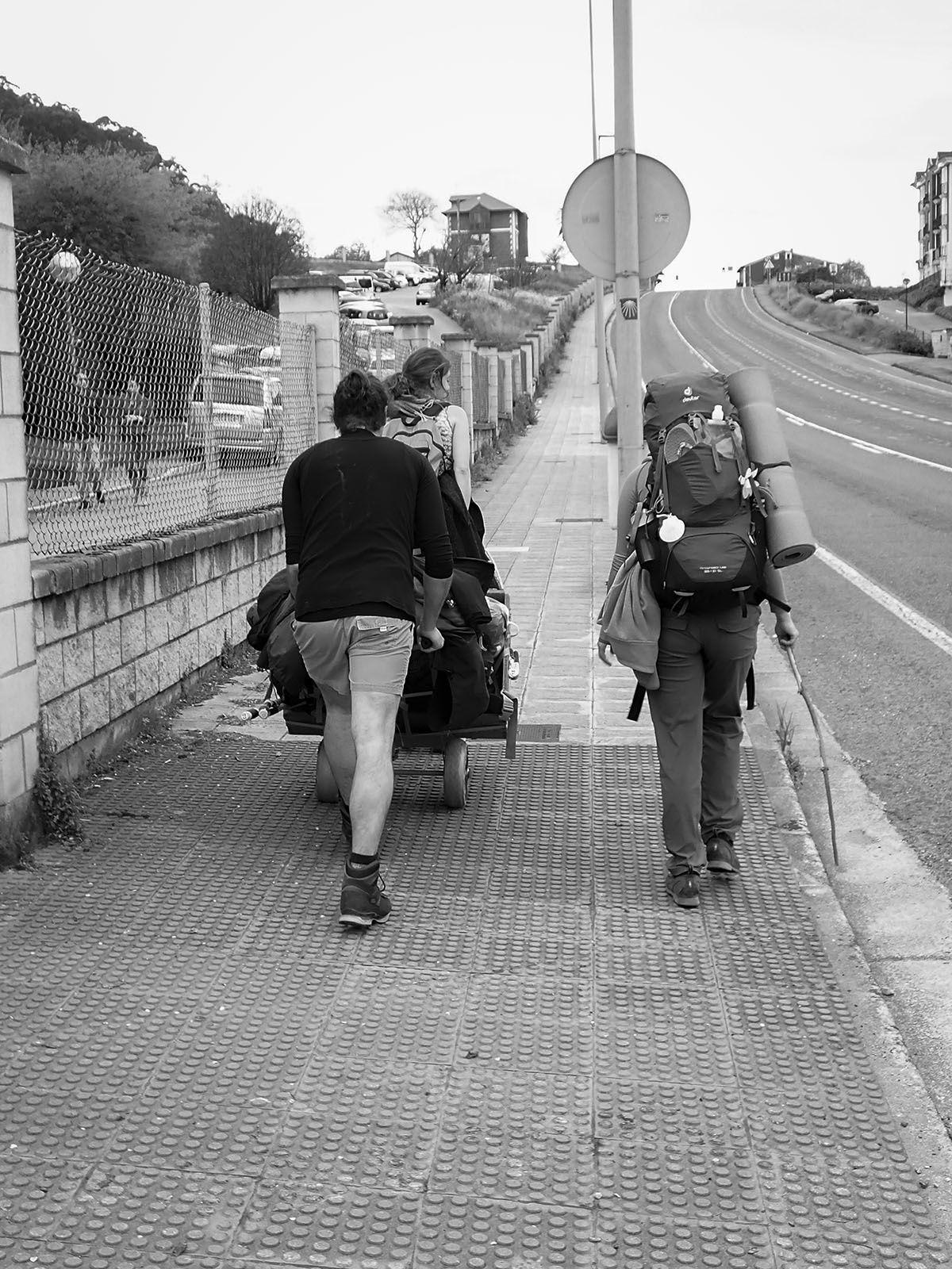 Jeunes allemands. Leur projet, après être passé à Santiago, est de traverser l'amérique latine...