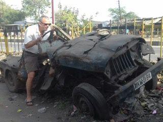 C'est vrai que tous les moyens de locomotion ne sont pas au top ! Regardez après 15 jours de Rajasthan l'état de notre véhicule. Bon, à contrario, cela montre l'ingéniosité des mécaniciens indiens !