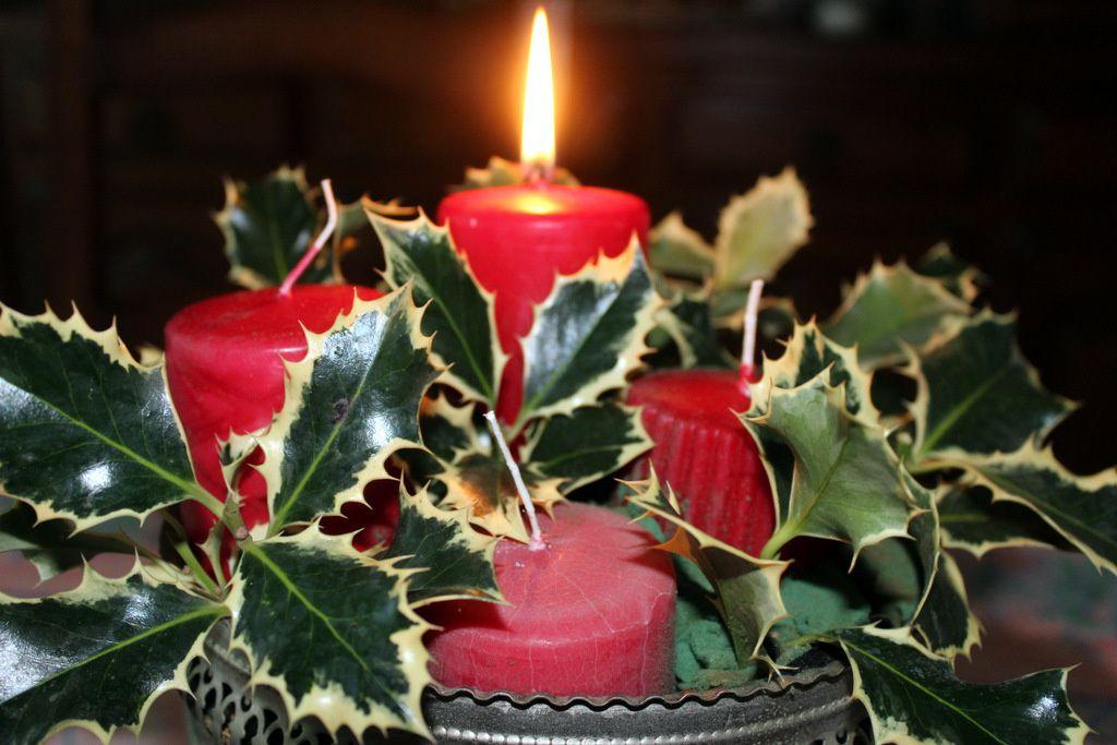 Couronne d'Avent ou centre de table pour le repas de Noël,