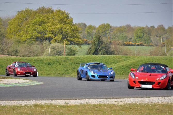 Journée de roulage sur le circuit de Fay de Bretagne par le Club Lotus France