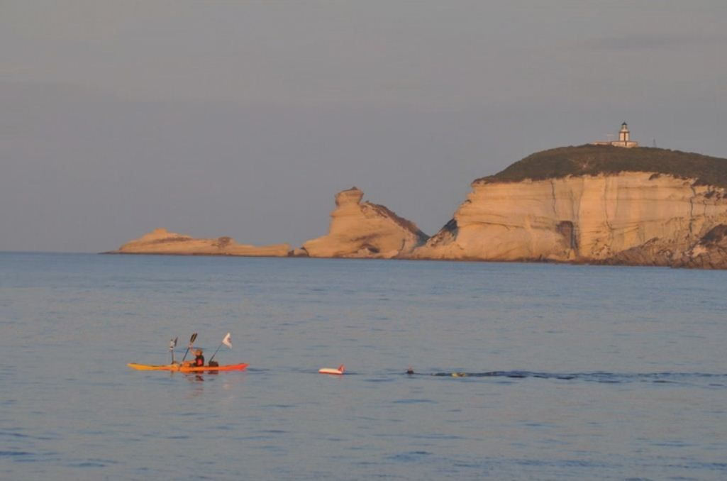 Le 02 octobre 2010, Laurent Salingue m'assiste lors de ma double traversée des bouches de Bonifacio à la nage, soit 32 kilomètres que nous réaliserons en 08h34'. Depuis il est devenu mon binôme et fait parti de toutes mes aventures... http://www.youtube.com/watch?v=6-3BEltTxeM