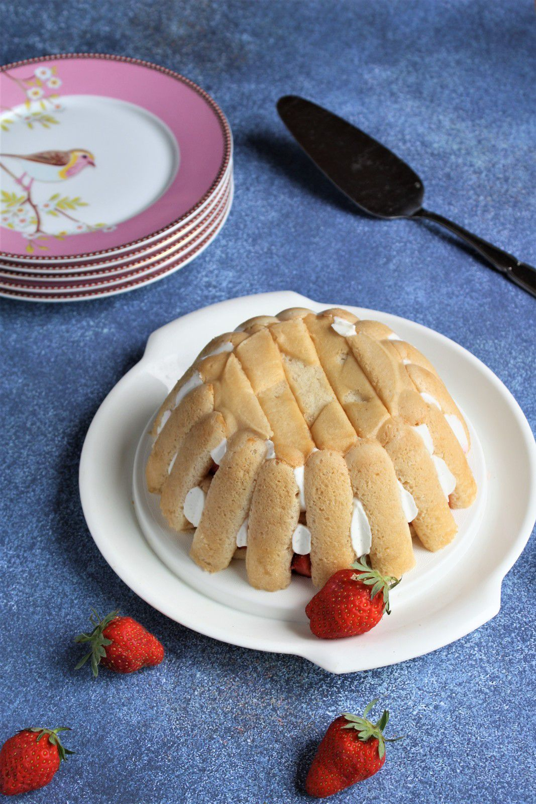7 ans aujourd'hui, l'âge de raison pour le blog ?... et une charlotte aux fraises pour fêter ça!