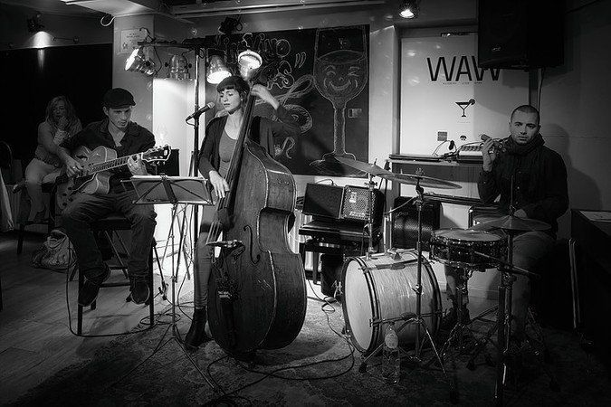 ▶ Lola Jazz trio @ Coaster City - 24/02/2016 - 21h30 - Entrée gratuite !