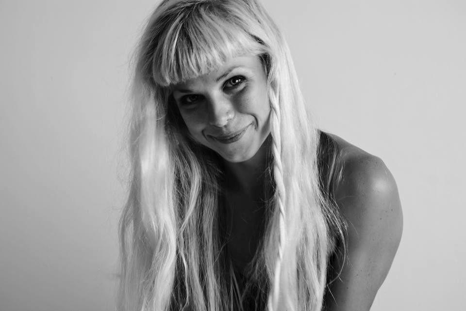▶ Concert en appartement avec Mae Karthauser (UK) @ Uccle (Prince d'Orange) le dimanche 11 juin à 15h00 ▶ Réservations @ fbulte@gmail.com