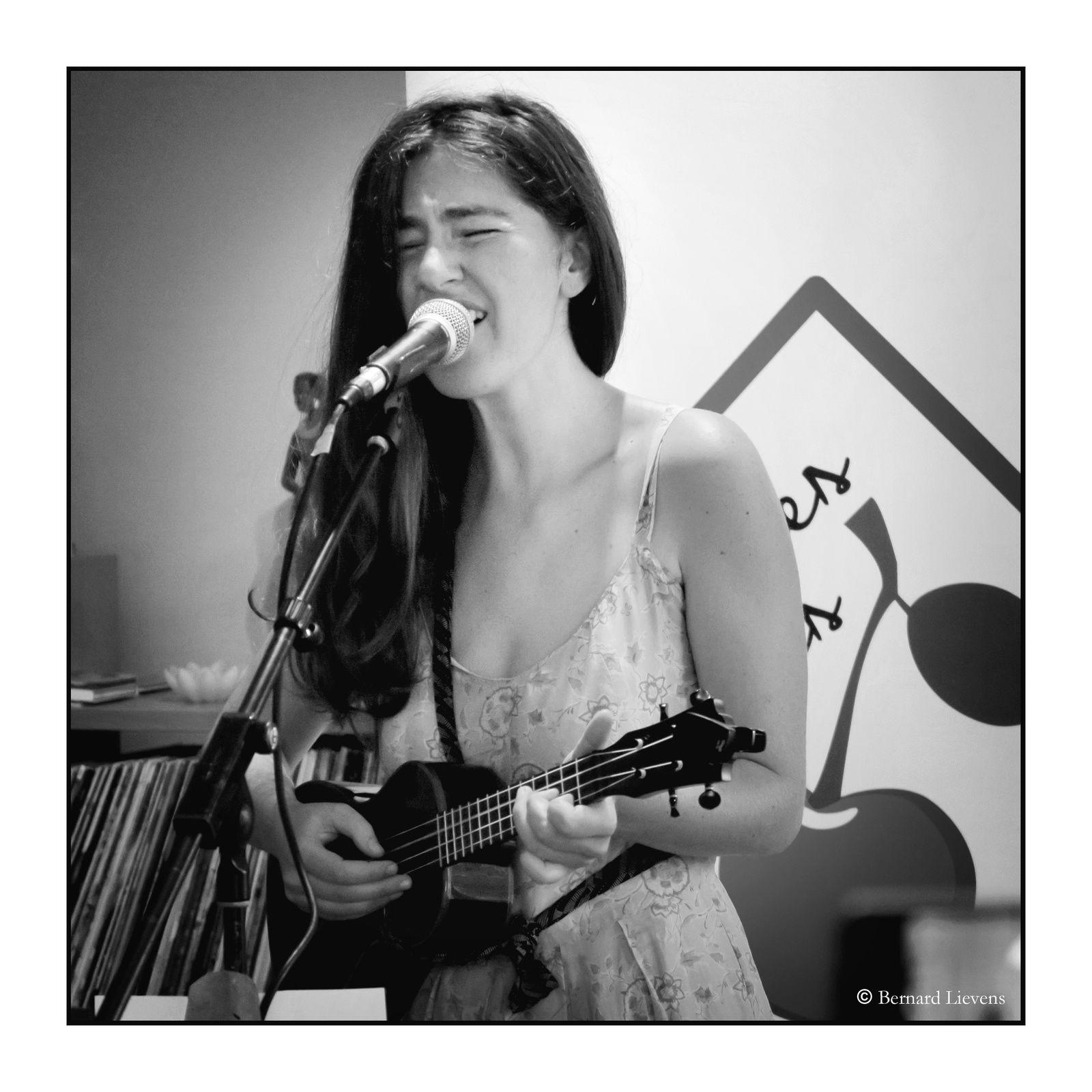 ▶ Photos - Sura @ Home concerts Soirées Cerises / Drogenbos - 21/07/2019
