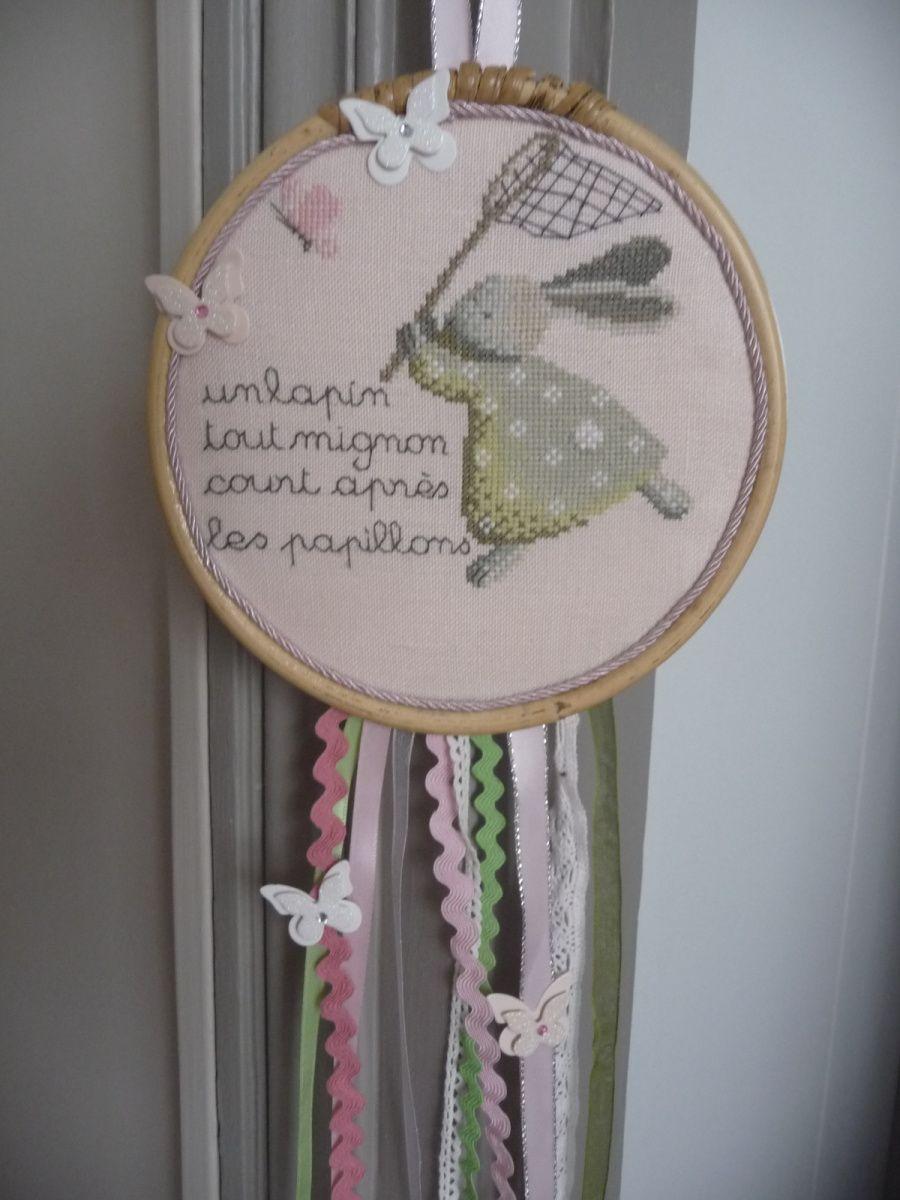 qu elle petite fille ne rêve pas d'attraper des papillons alors pour la finition toujours le plus diffcile  je me suis inspirée des attrape-rêves  ,à usage décoratif