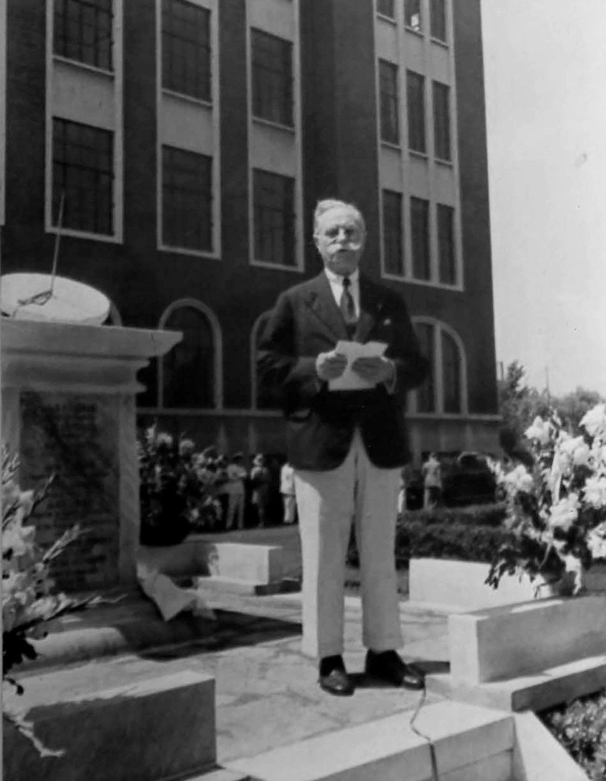 Docteur Bussière lors de l'inauguration de l'Université Aurore, à Shanghai
