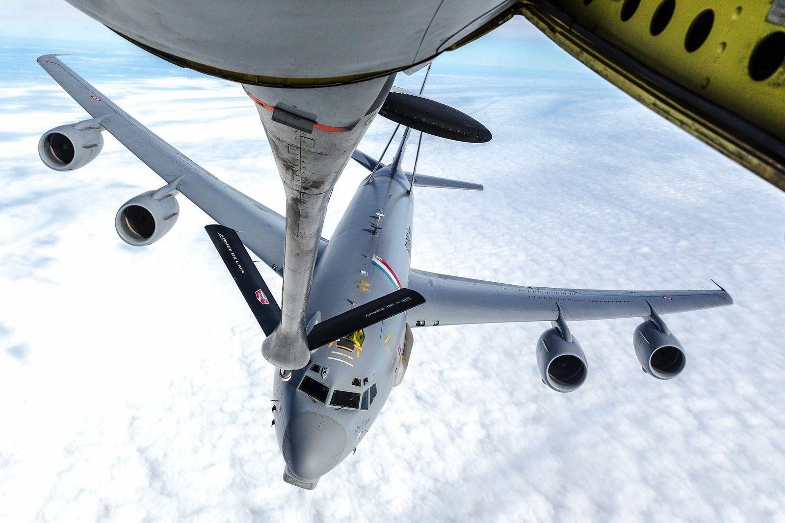Les E-3F Sentry AWACS de l'Armée de l'Air continuent leurs expérimentations au sol et en vol