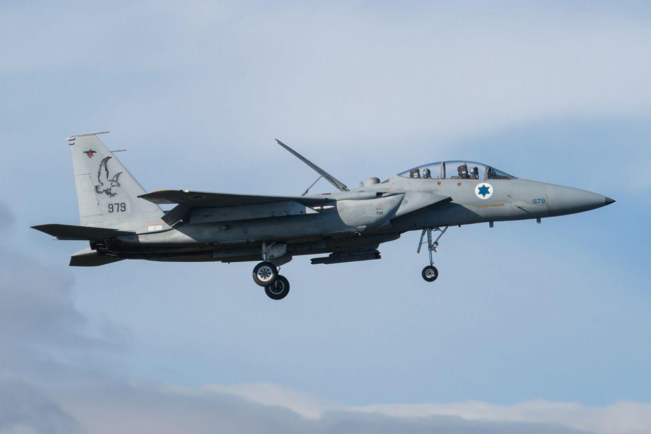 © Jean-Baptiste Gritti - Encore à l'atterrissage, mais avec le F-15D - 80-0136 / 979. Les pilotes de chasse israéliens disposent d'une grande connaissance du combat aérien, et certains pilotes utilisent des viseurs de casque.