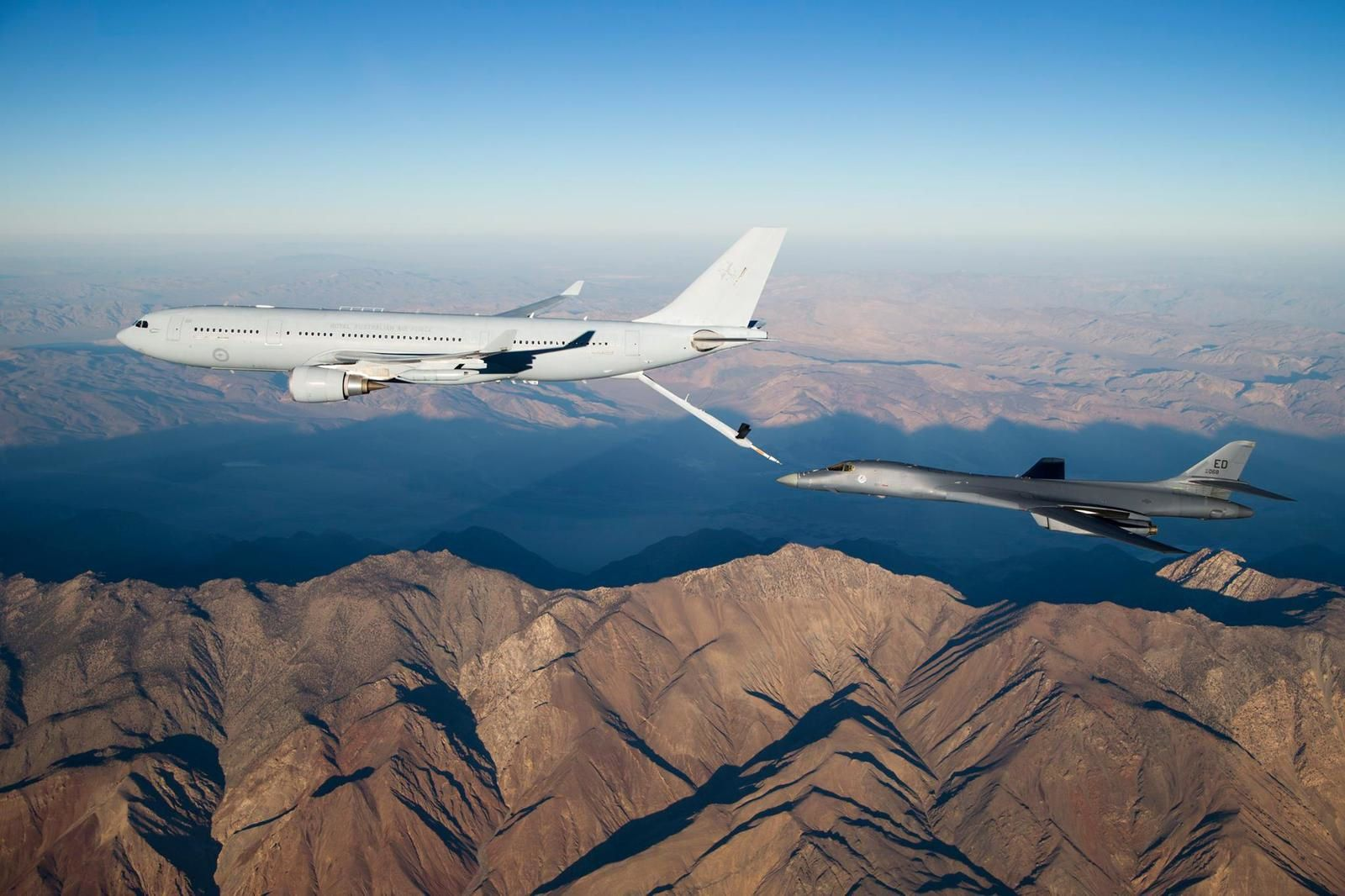 PHOTOS - Quand un KC-30A MRTT australien ravitaille en vol un B-1B Lancer de l'US Air Force