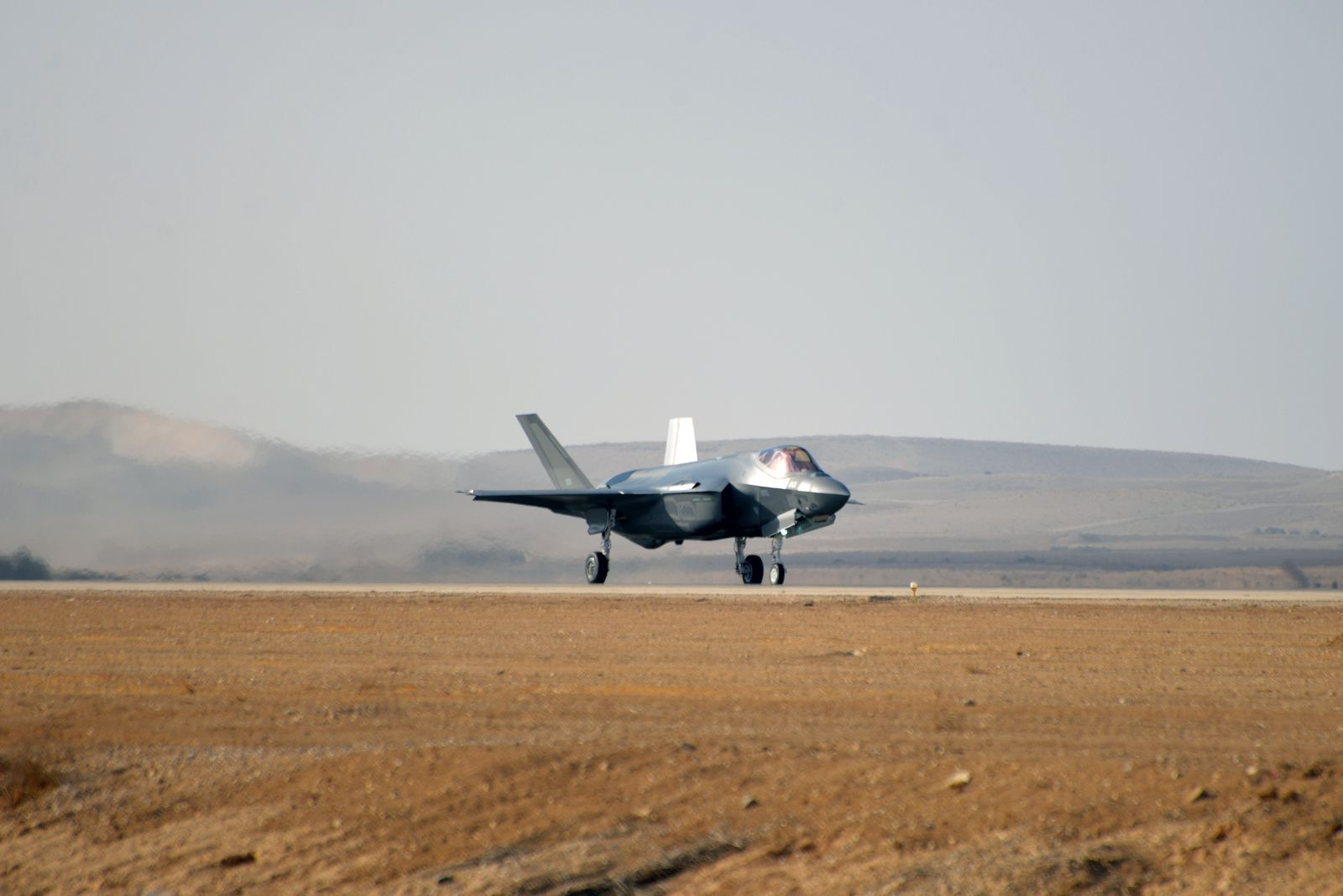 © IAF - «Vol photo» pour les deux Adir récemment arrivés en Israël, au côté du F-16I Sufa.