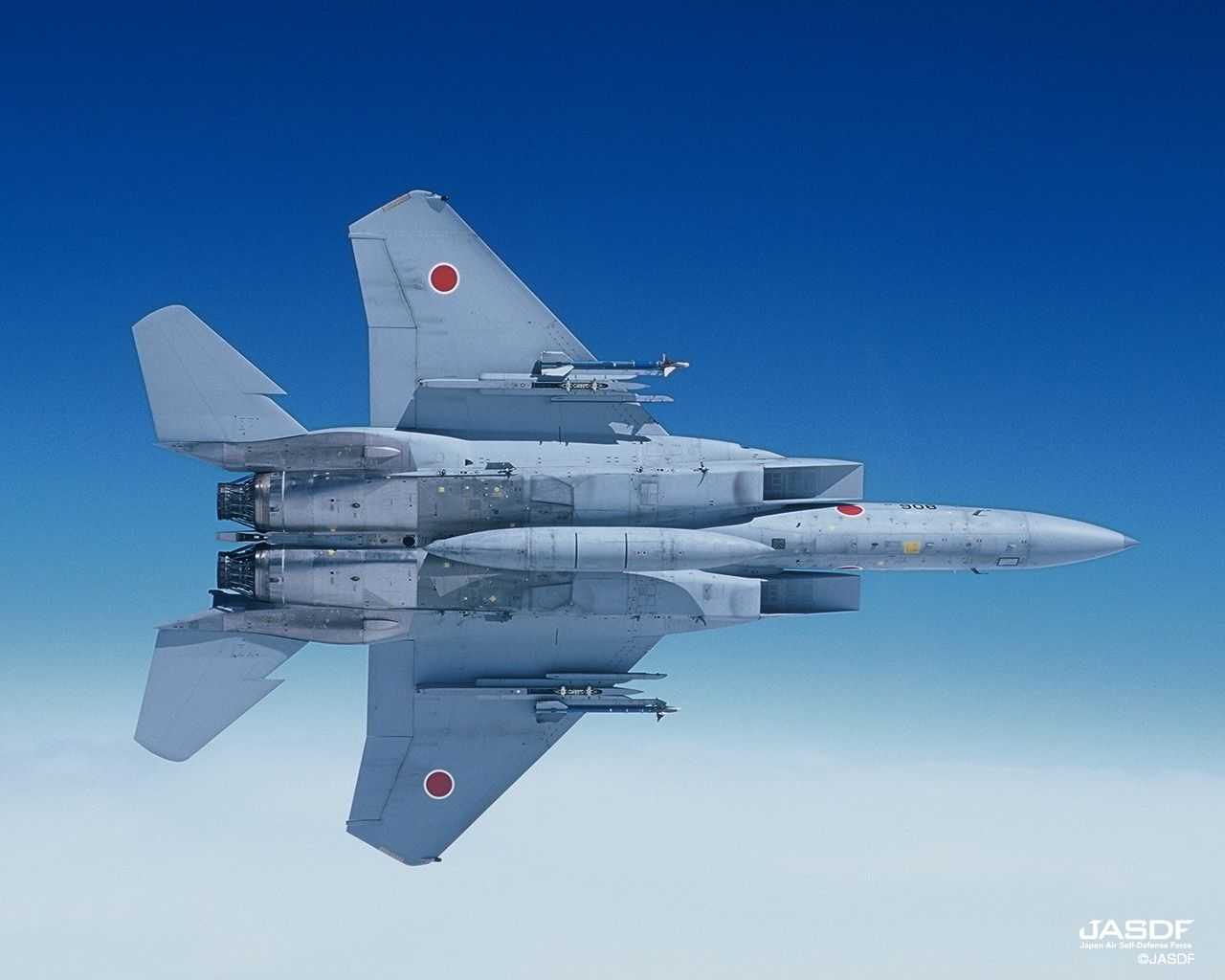© JASDF - Break d'un F-15J Eagle armé de missiles air-air d'entraînement.
