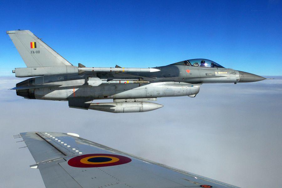 © Composante Air - Un F-16A armé pour une mission de supériorité aérienne.