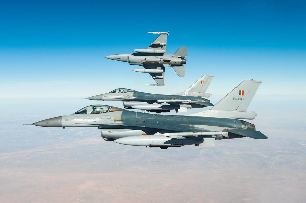 © 1 Sqn Stingers - Trois F-16 lors d'une mission d'appui aérien au-dessus de l'Afghanistan.