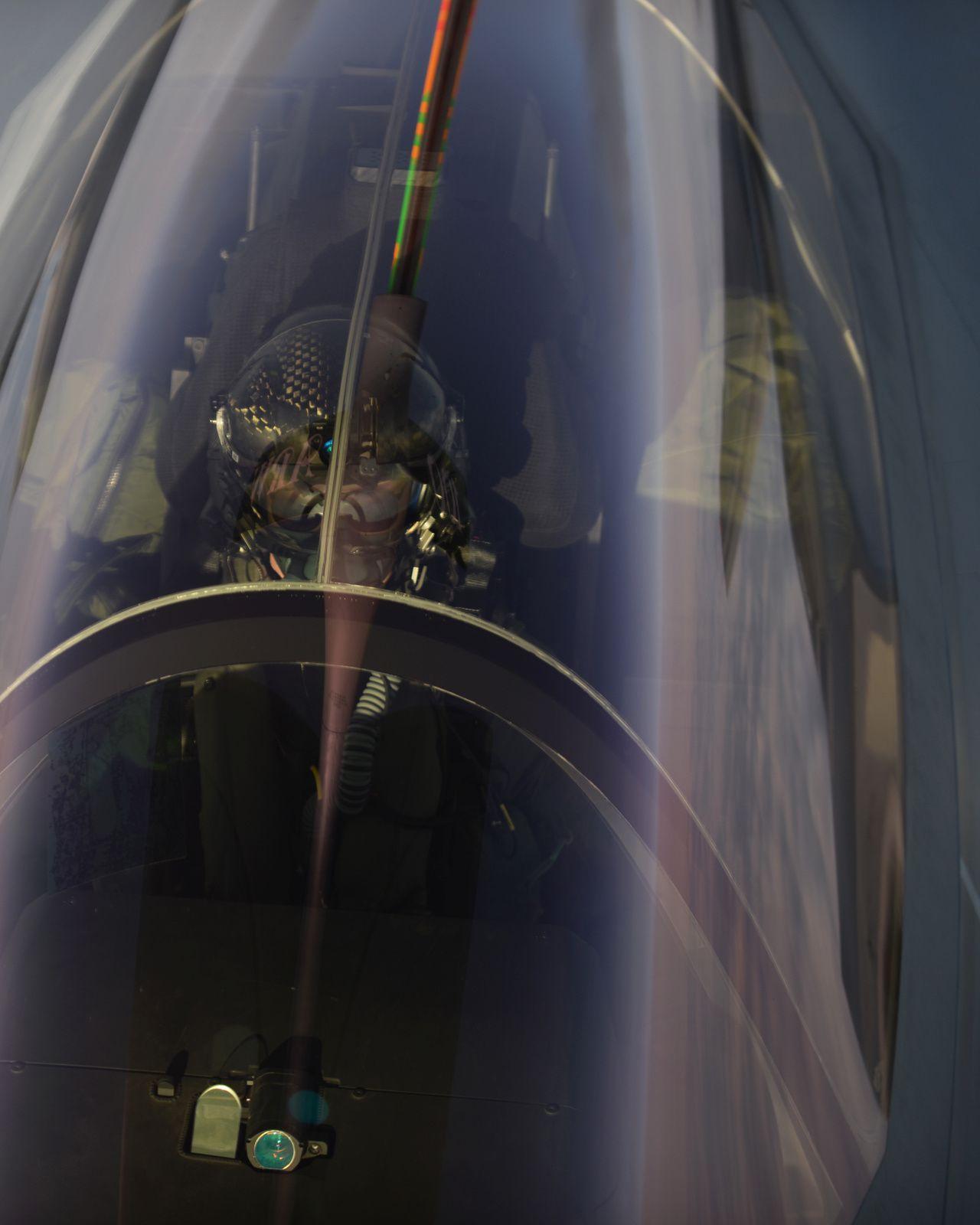 © USAF - Convoyage et atterrissage des quatre F-35A en Europe, et pour la toute première fois, de la version conventionnelle du Lightning II.