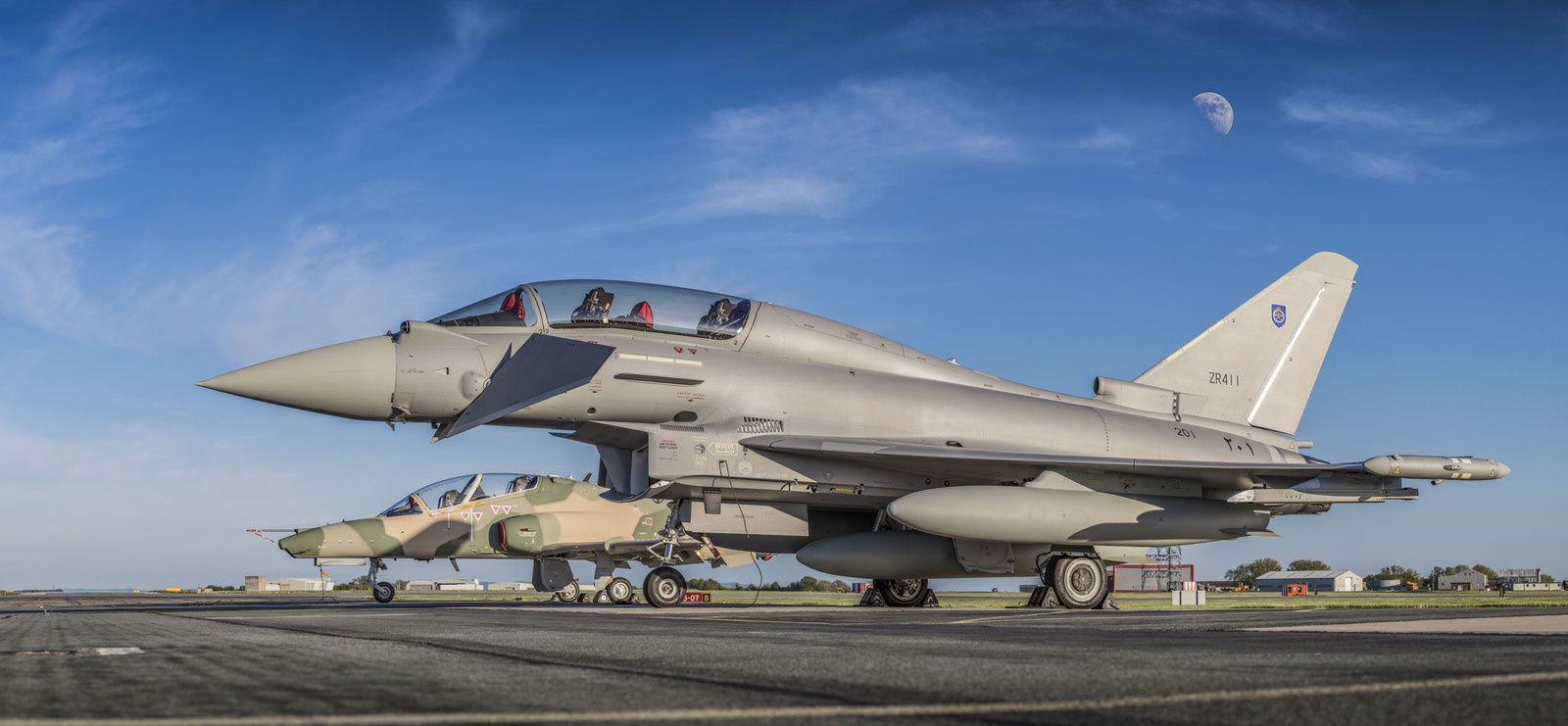 © Eurofighter - Le premier Typhoon et Hawk de la Force Aérienne Royale d'Oman.